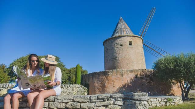 Village de Goult | Femmes | Moulin de Jérusalem | Cartes et plans touristique