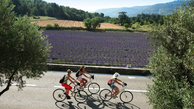 DISCOVER THE LUBERON BY BIKE