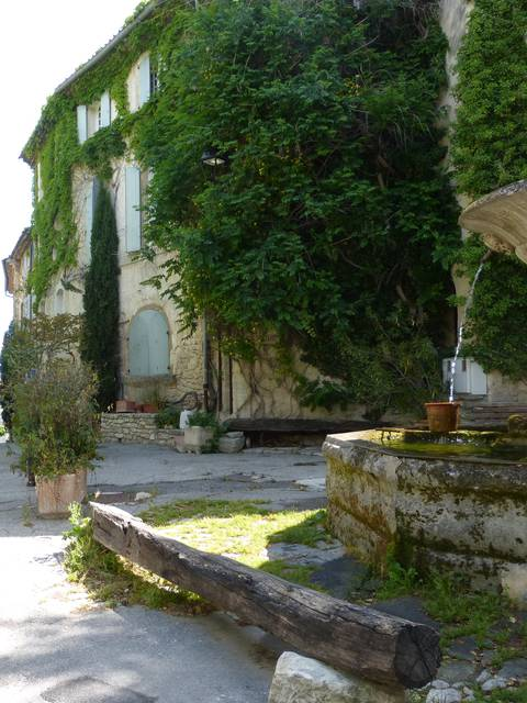 COMPREHENSIVE LIST OF ACCOMODATION IN PAYS D'APT LUBERON