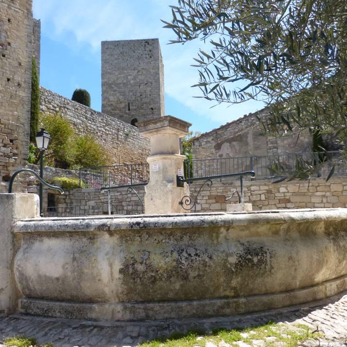 Village de Caseneuve dans le Luberon